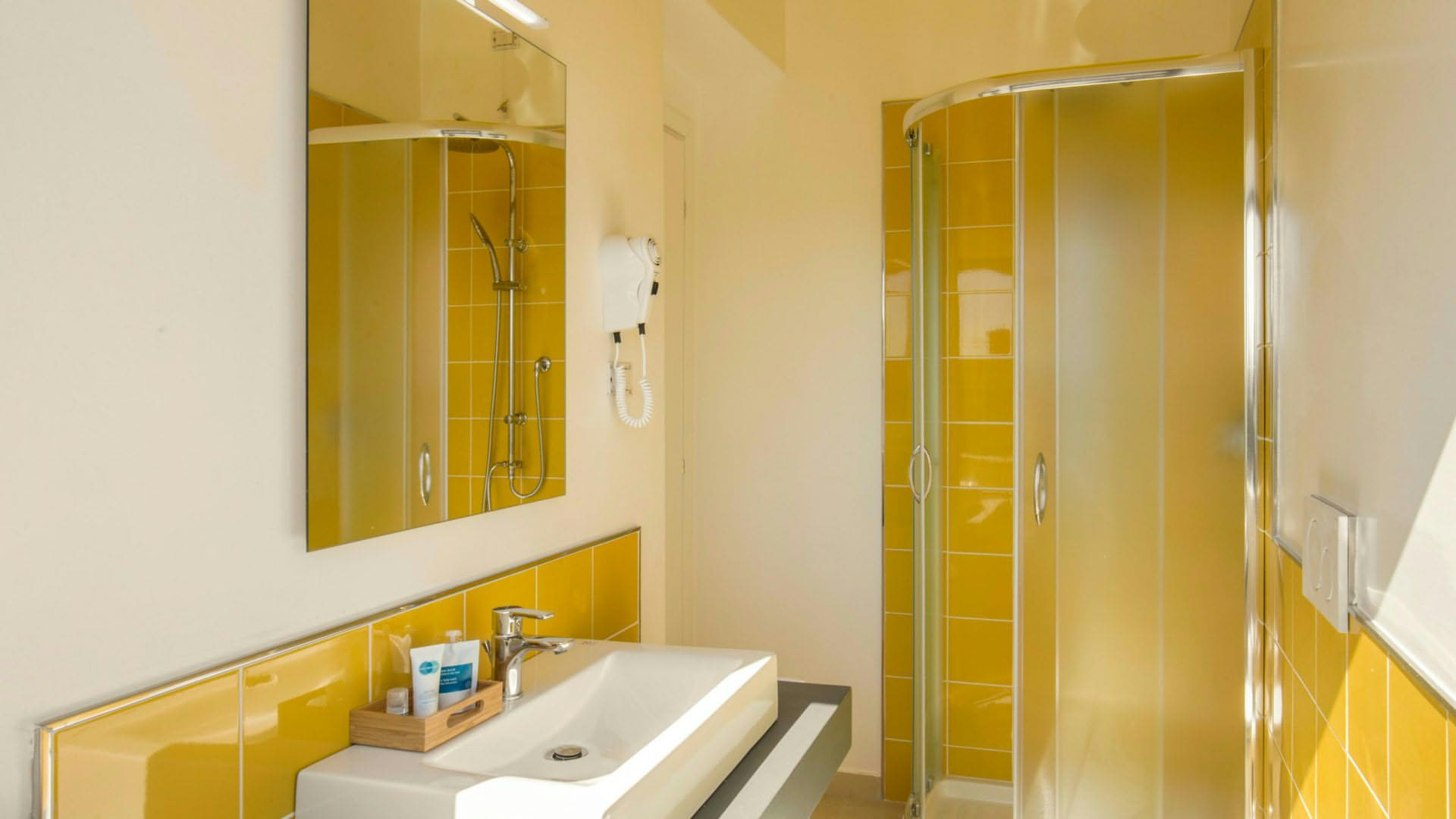 urbangarden-hotel-rome-bathroom-01